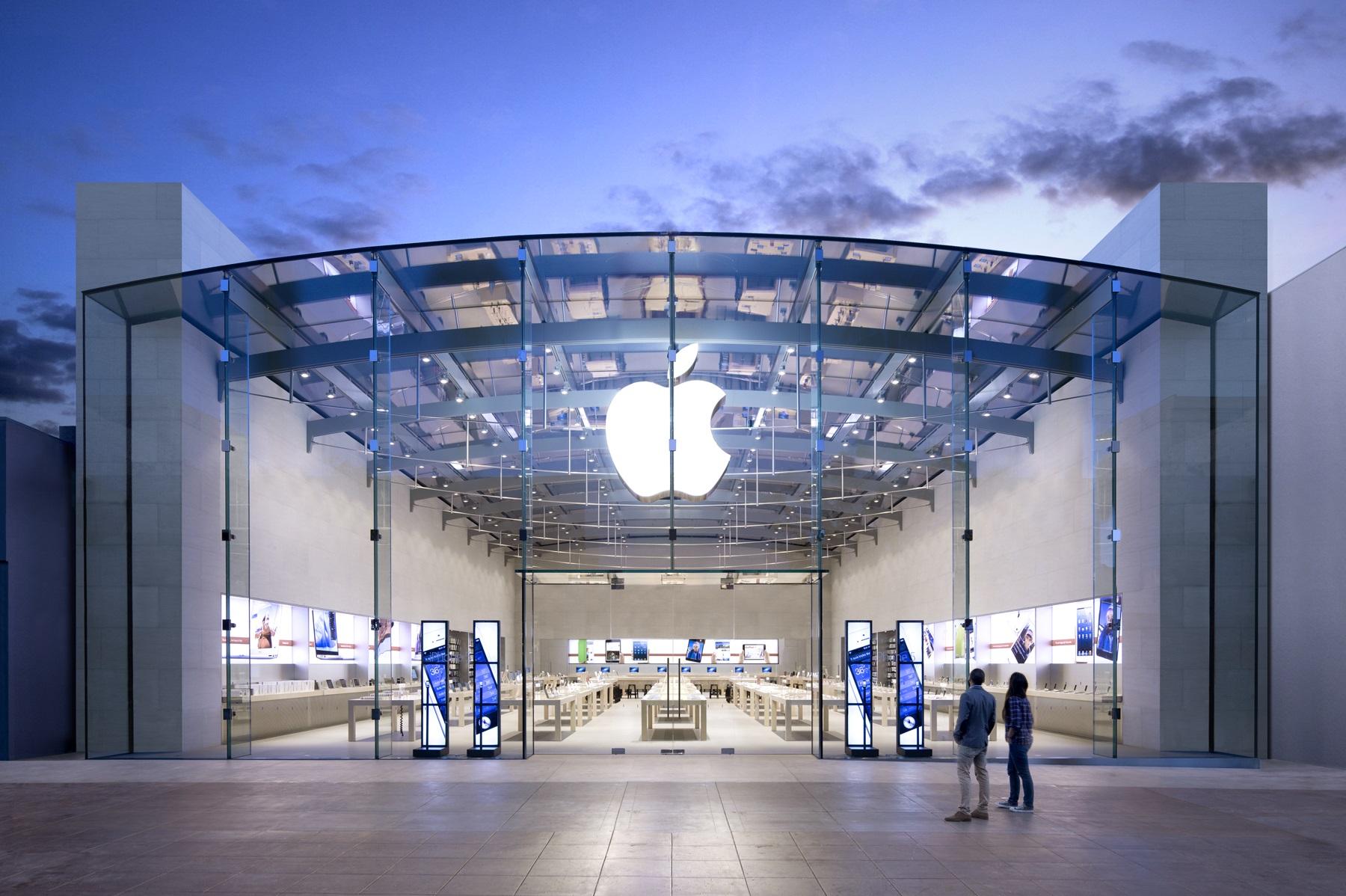 Ein Apple-Store bei Nacht