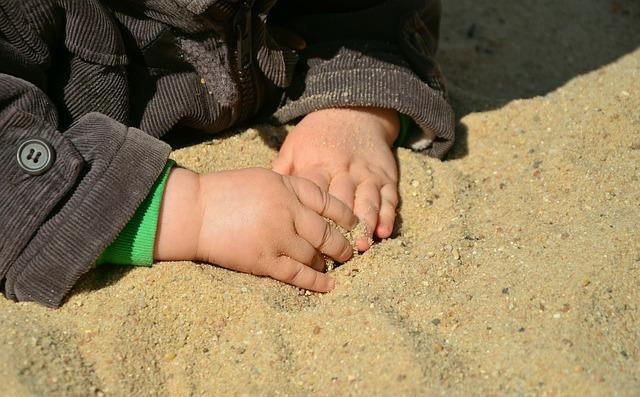 Kinderfotos auf Facebook - ein heißes Thema (congerdesign/pixabay)