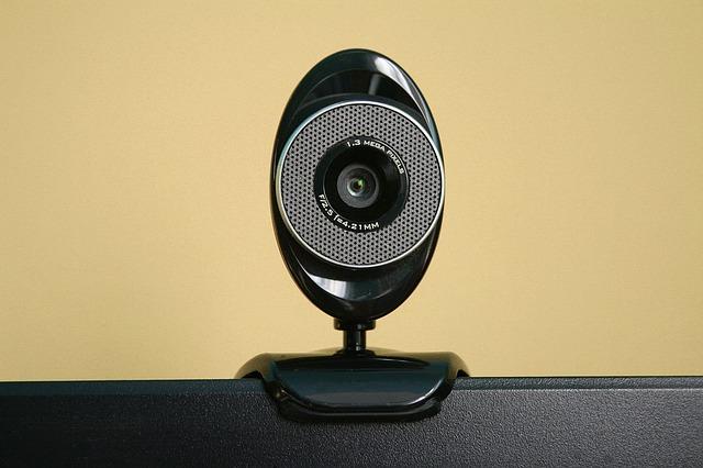E-Mail-Erpressung mit angeblichen Videoaufnahmen (Aksa2011/pixabay)