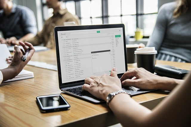 E-Mails von bekannten Personen können gefährlich sein! (rawpixel/pixabay)